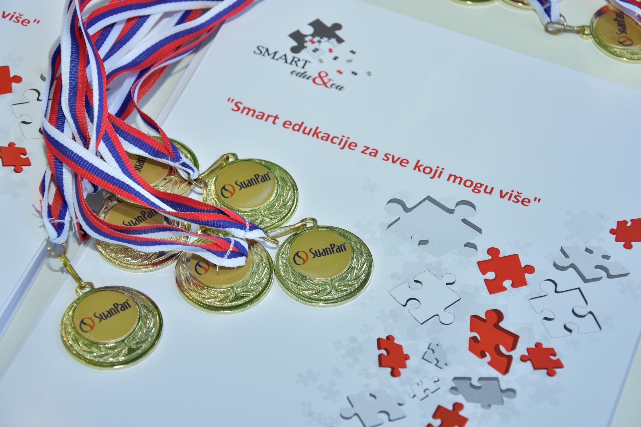 Read more about the article Važnost pohvala i nagrada u dečijem rastu i razvoju